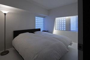 Desain Interior Rumah Minimalis Perpaduan Warna Hitam Putih