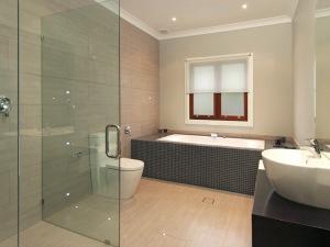 desain kamar mandi modern1 300x225 25+ Kamar Mandi Minimalis Untuk Rumah Mewah