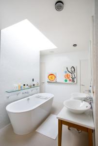 contemporary bathroom10 202x300 20 Desain Kamar Mandi Dengan Bathtub Terbaru