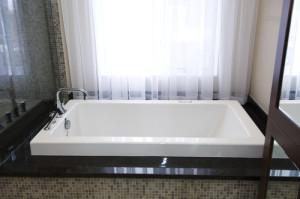 contemporary bathroom2 300x199 20 Desain Kamar Mandi Dengan Bathtub Terbaru