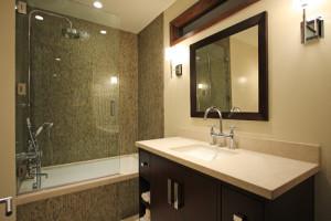 contemporary bathroom3 300x200 20 Desain Kamar Mandi Dengan Bathtub Terbaru
