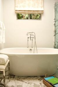 contemporary bathroom5 200x300 20 Desain Kamar Mandi Dengan Bathtub Terbaru