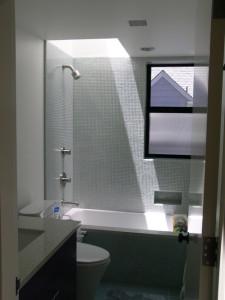 contemporary bathroom6 225x300 20 Desain Kamar Mandi Dengan Bathtub Terbaru