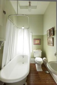 traditional bathroom3 200x300 20 Desain Kamar Mandi Dengan Bathtub Terbaru