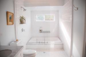 traditional bathroom5 300x200 20 Desain Kamar Mandi Dengan Bathtub Terbaru